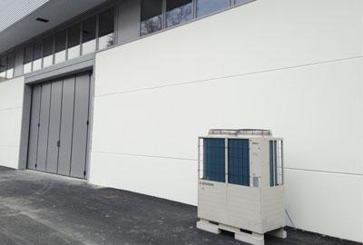 Immagine 1. Posizionamento dell'unità Q-ton all'esterno della fabbrica.