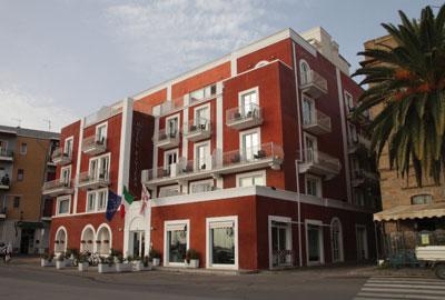 Immagine 1. Vista dell'ingresso principale dell'Hotel Riviera.